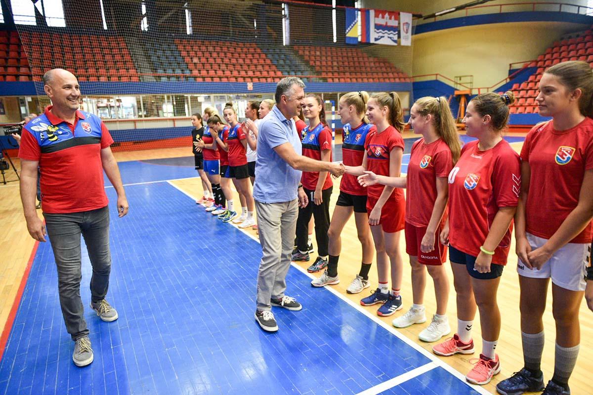 Подршка Спортском центру, клубовима и спорту у глобалу
